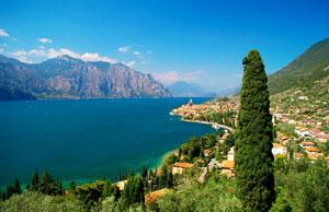 Italien: Blick auf den Gardasee bei Malcesine